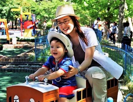 Akiko and Noa on Thomas